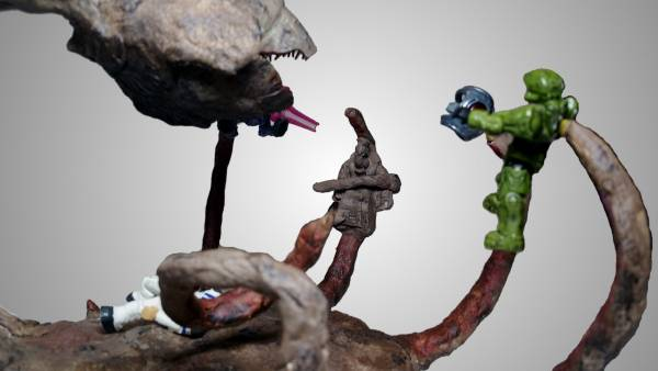 gravemind-bungie-version-2-in-1-figure-with-captain-keyes-scene-from-halo-one