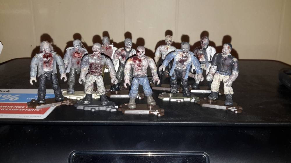 """LOT OF 8 Mega Bloks The Walking Dead Call of Duty Zombies Action Figures 2/"""""""