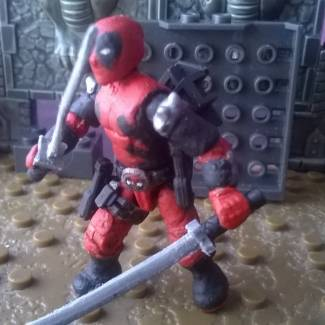 Image of: A mini clon of the sideshow deadpool uwu
