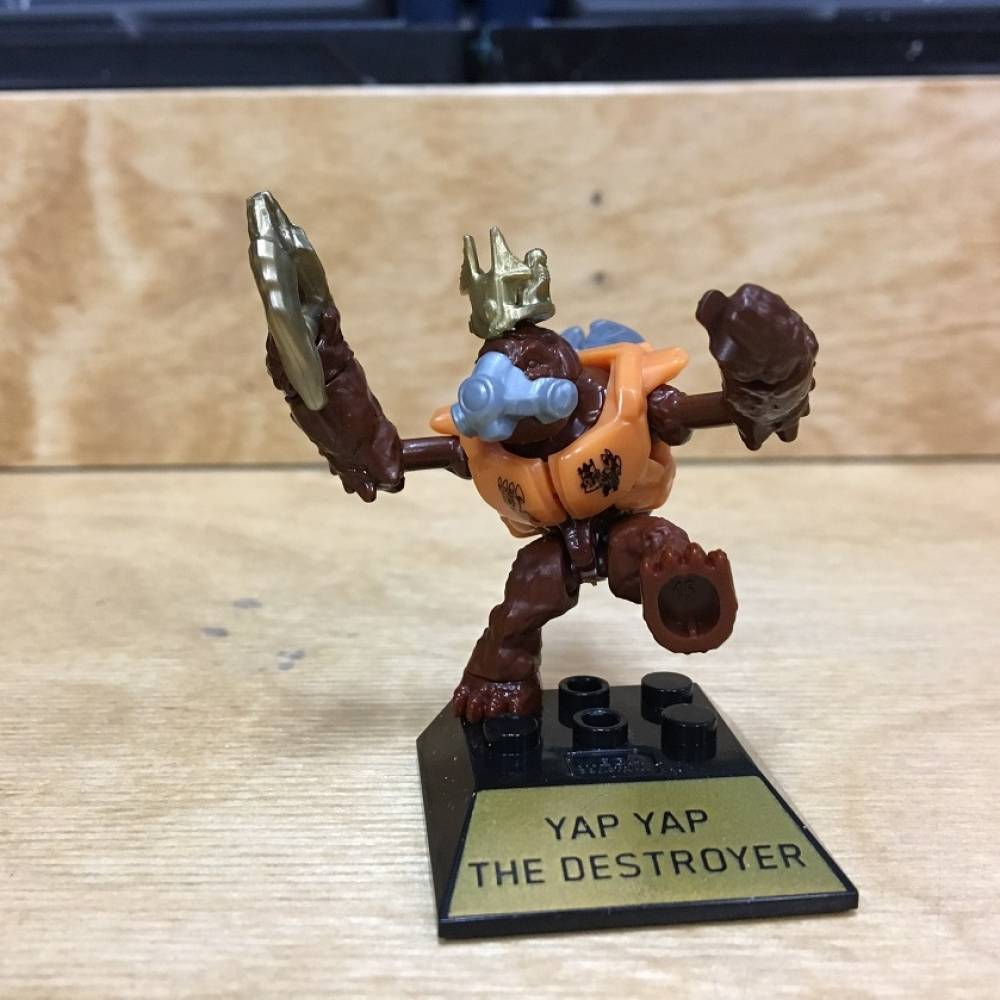 First Look: Halo 10th Anniversary Halo Heroes Yap Yap and Didact