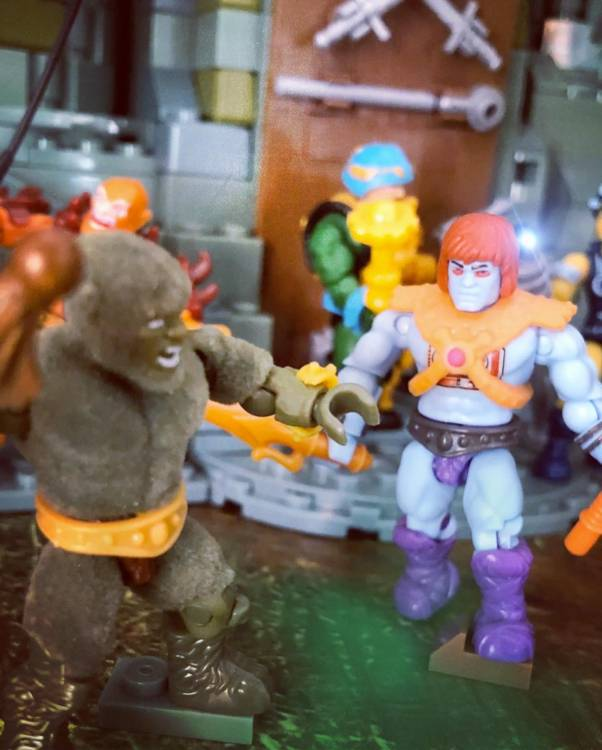 Image of: The Heroic Masters vs the Minions of Skeletor!