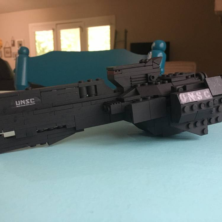 Image of: UNSC Paris-class heavy frigate (Out of boredom and random pieces)