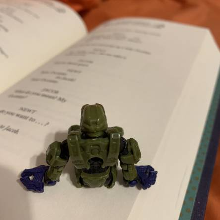 Origins day 2: Master Chief reading Fantastic Beasts and Where to Find Them