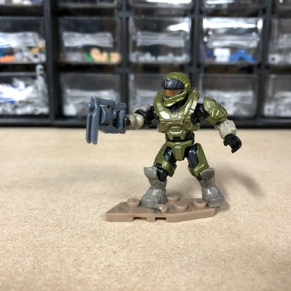 behind-the-scenes-new-halo-micro-action-figure-infinite-collection-2