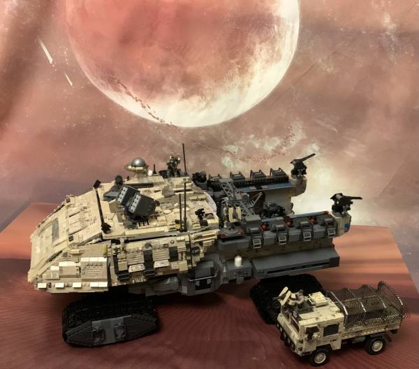 the-ship-was-sailing-in-the-desert(land-vehicles-on-the-desert)
